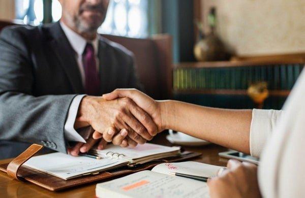 Marco legal sobre la libertad de contratar un abogado de accidentes